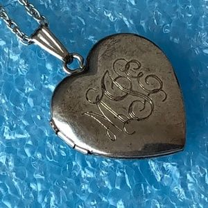 Jewelry - Vintage sterling silver heart locket necklace